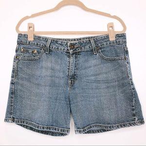 Levi's low rise Misses size 14 jean shorts